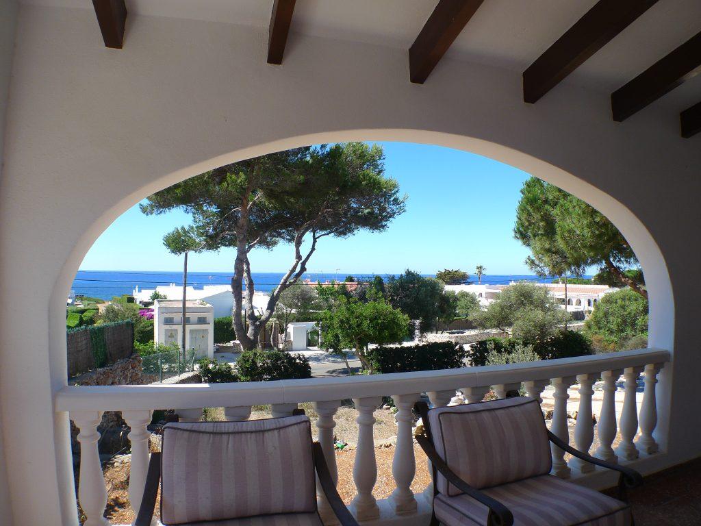 Vendesi splendido chalet con giardino e vista mare a binisafua for Portico laterale in stile casa in stile charleston