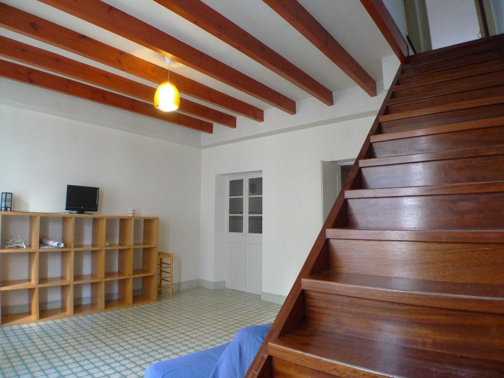 Vendesi bella spaziosa casa nei pressi del centro di mahon for Piani di casa con cortili in centro