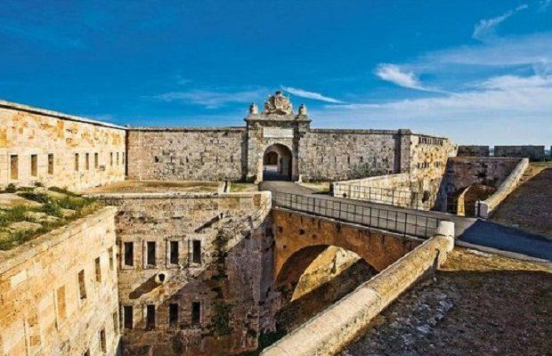 La difesa del porto di mahon la fortezza de la mola ed il for La fortezza arredamenti commerciali