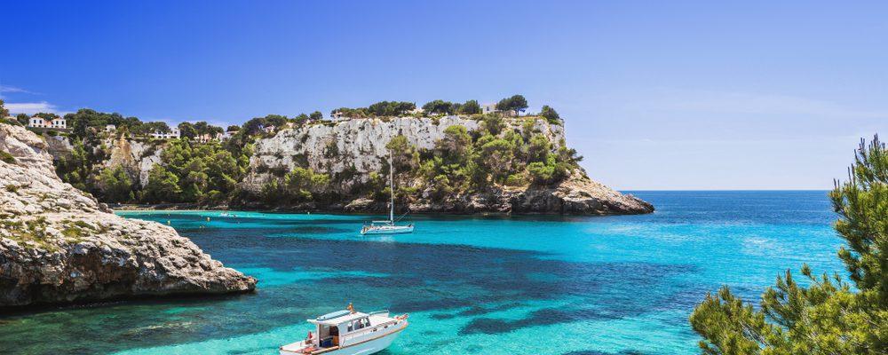 Noleggiare una barca a Minorca con o senza licenza: