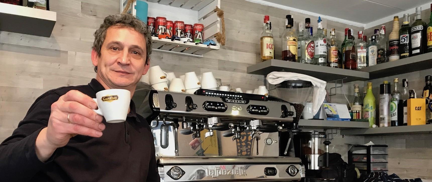L espresso a regola d 39 arte a mahon al ses palmeras di for Noleggio cabina julian dal proprietario